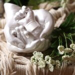 moulage-en-famille-mains-bebe-parents-maman-papa-souvenir-sculpture
